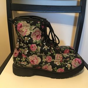 Women's Size 11 Mossimo Floral Boots